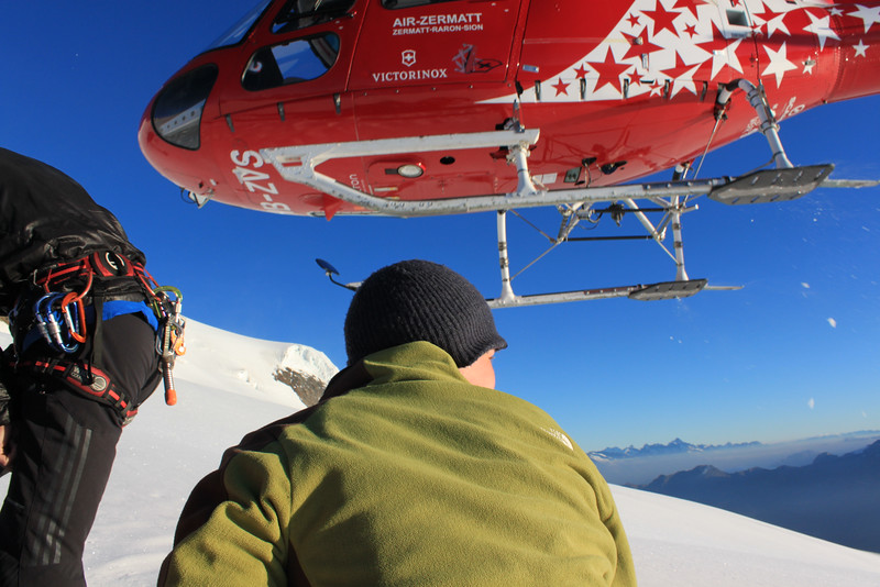 The Air Zermatt helicopter after dropping Charlie on Alphubel