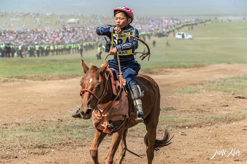 Horse racing__6109070-Juno Kim.jpg