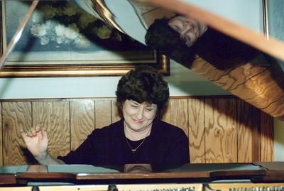 9-30-1999 Carolyn Orbin @ Piano - Photo assignment