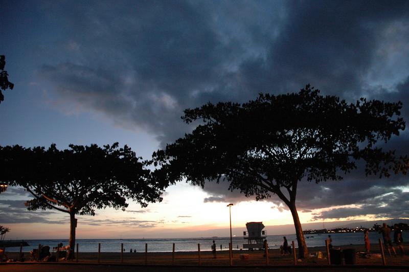 Hawaii - Ala Moana Beach Sunset-212.JPG