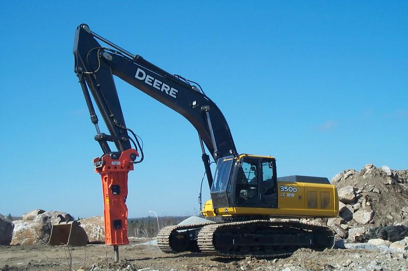 NPK GH12 hydraulic hammer on Deere 350D excavator (1).JPG