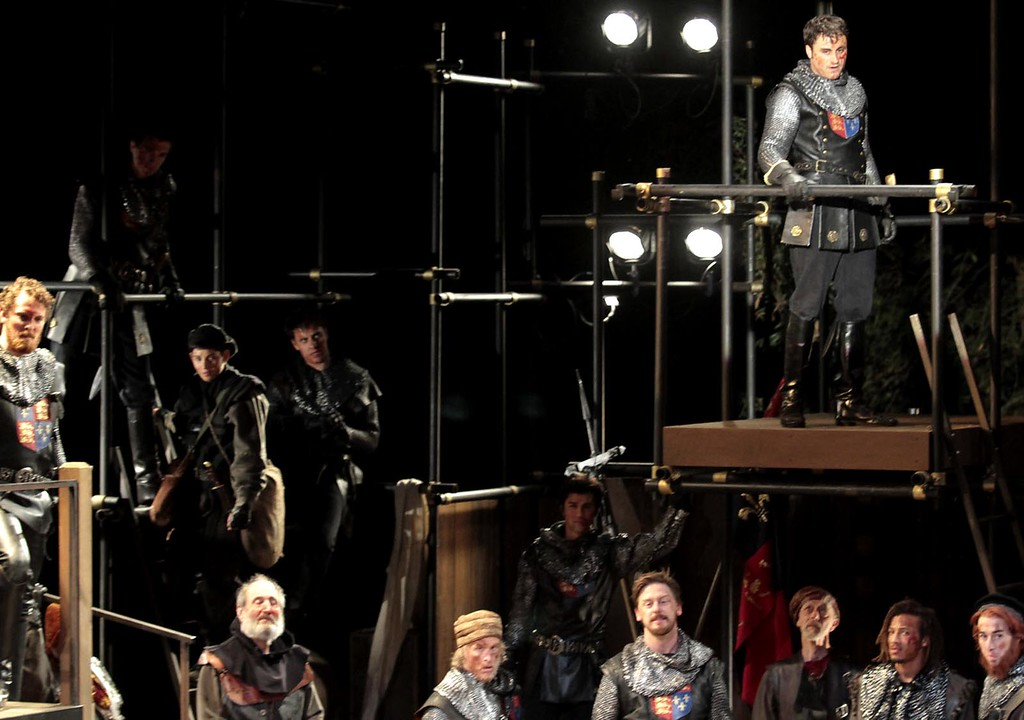 ". Charles Pasternak, top right, addresses his army in the title role of the Shakespeare Santa Cruz staging of William Shakespeareís ""Henry V.\"" (Shmuel Thaler/Sentinel)"