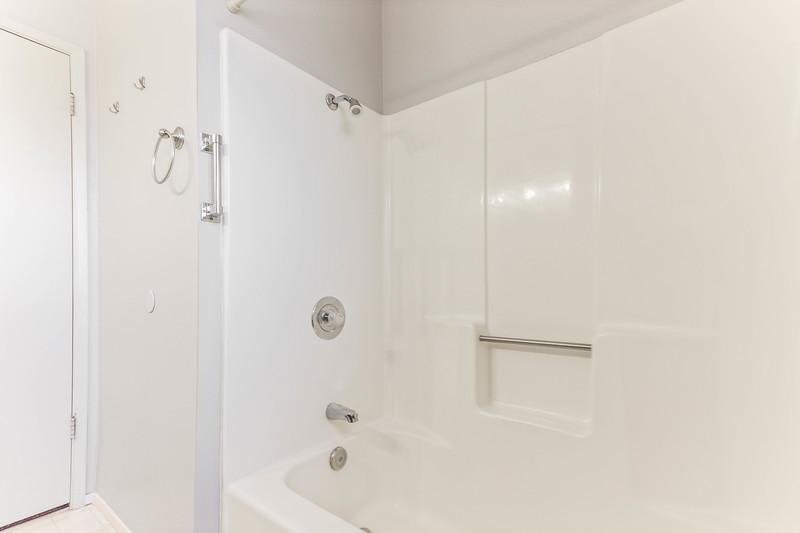 1728 Westfield 18 Guest Bathroom.jpg