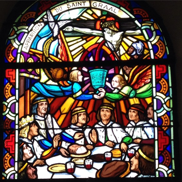 Stained glass window depicted the legend of the Holy Grail.