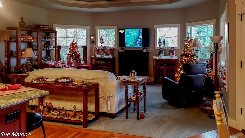 12-25-2019 Family Christmas Edited-5.jpg