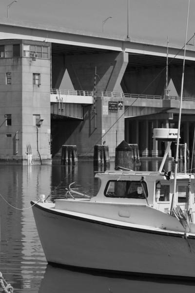 Workboat4BridgeBW.jpg