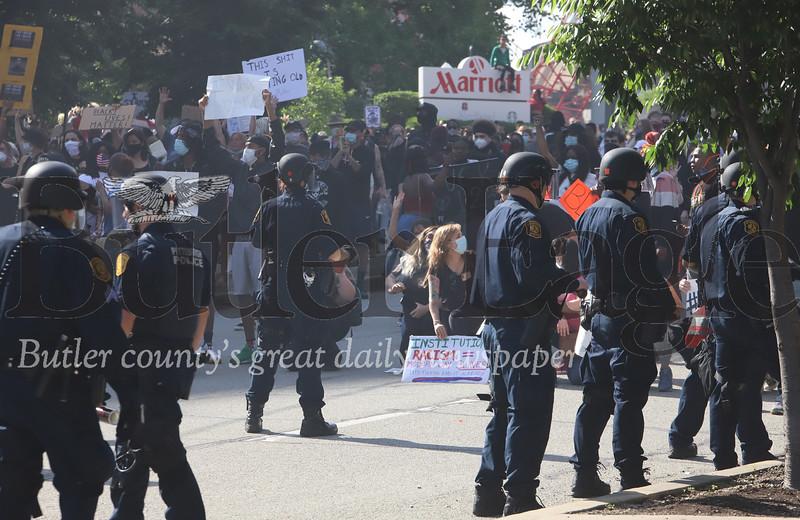 0601_loc_Pittsburgh Riot #2.jpg