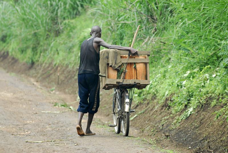 070115 4351 Burundi - on the road to Karera Falls _E _L ~E ~L.JPG