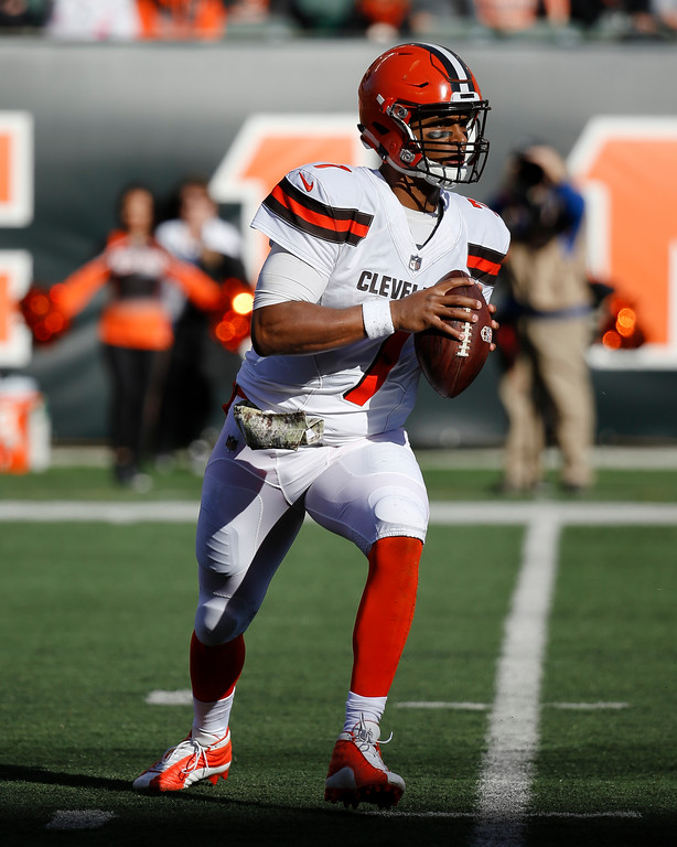 . Cleveland Browns quarterback DeShone Kizer looks to pass on the run in the first half of an NFL football game against the Cincinnati Bengals, Sunday, Nov. 26, 2017, in Cincinnati. (AP Photo/Frank Victores)