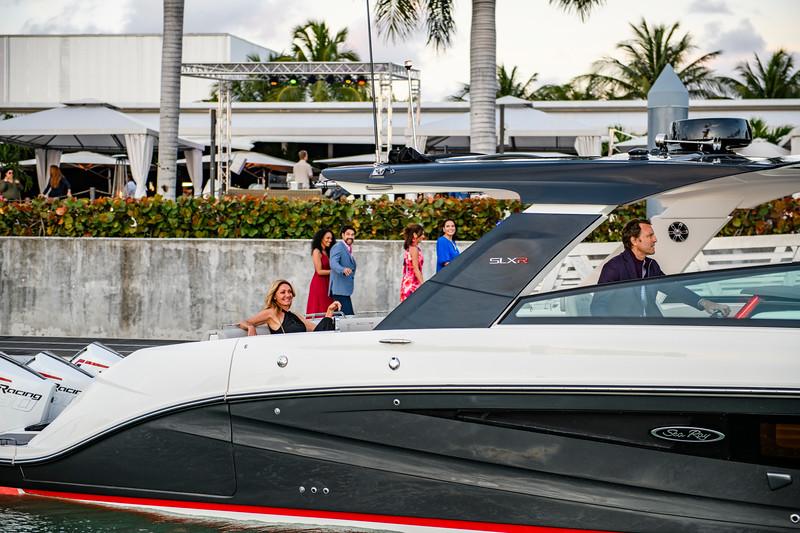 2020-SLX-R-400-e-Outboard-lifestyle-12.jpg