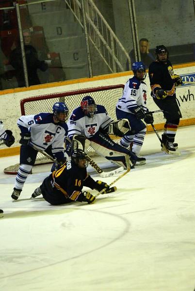 20040303 QMHockey at Tor 134.jpg