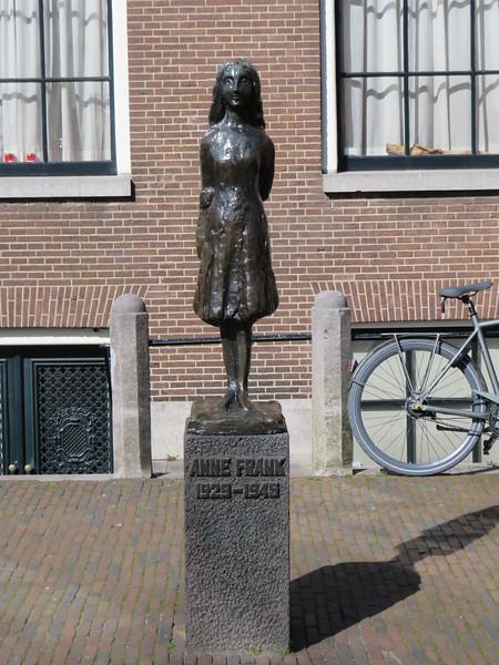 2018.04.06.3 Anne Frank statue.JPG
