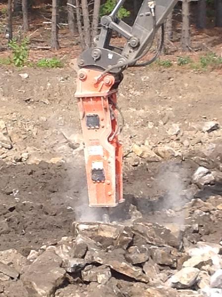 NPK GH15 hydraulic hammer on Volvo EC380DL excavator 2 (23).JPG