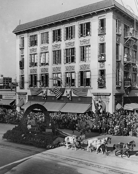 1930-Pasadena-RoseParade-AnaheimFloat.jpg
