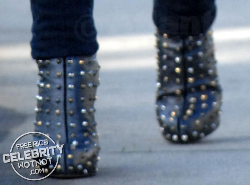 EXCLUSIVE: Rachel Bilson Street Style With Fendi Bag, Ray-Ban Wayfarers, Studded Heels & A Gloved Sweater!