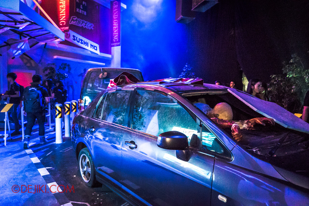 Halloween Horror Nights 7 Review - DEATH Mall haunted house entrance