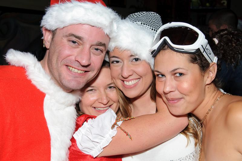 2009 ALS Santa Crawl-100.jpg