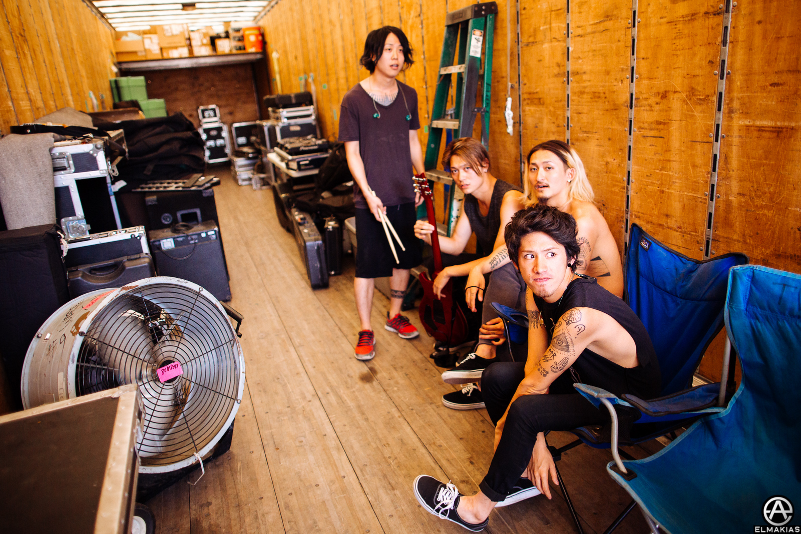 ONE OK ROCK waiting for the dust storm to past