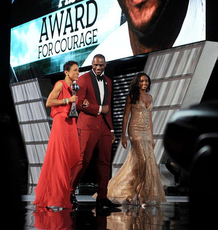 . From left, Arthur Ashe courage award winner Robin Roberts and presenter LeBron James walk off stage at the ESPY Awards on Wednesday, July 17, 2013, at Nokia Theater in Los Angeles.  (Photo by Jordan Strauss/Invision/AP)