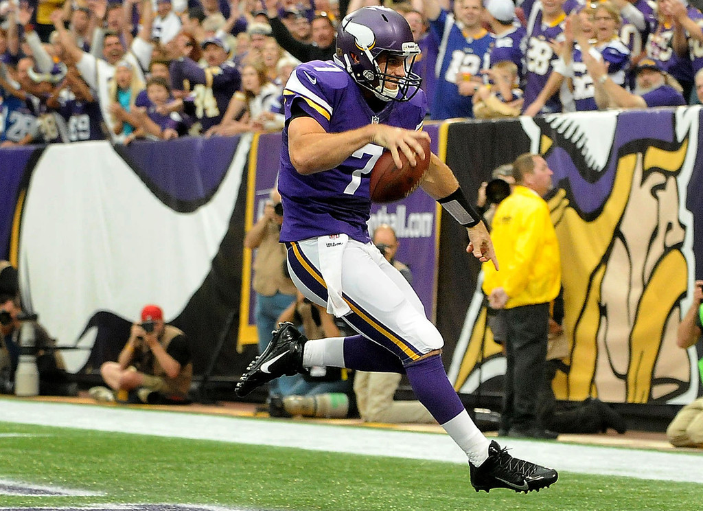 . Vikings quarterback Christian Ponder scores a touchdown on a 6-yard keeper against the Browns during the second quarter. (Pioneer Press: Sherri LaRose-Chiglo)