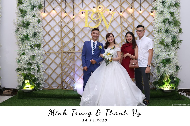 Trung-Vy-wedding-instant-print-photo-booth-Chup-anh-in-hinh-lay-lien-Tiec-cuoi-WefieBox-Photobooth-Vietnam-084.jpg