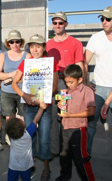 Dedications of 16 houses - El Salvador Blitz Build