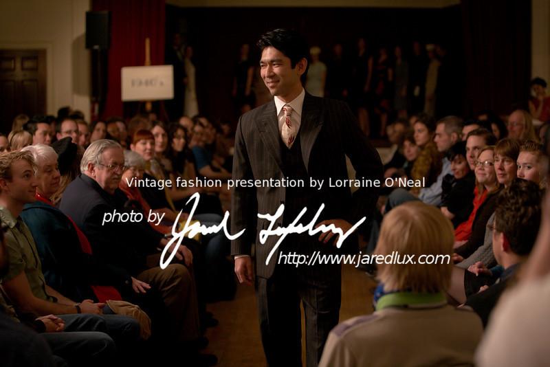 vintage_fashion_show_09_f3397192.jpg