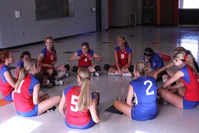 2009 FHS Varsity VB at Roseville 08-27-09