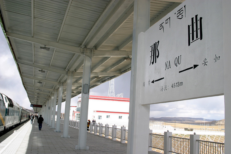Platform,  NA QU station stop, 14,803ft (4513M) Elevation Qinghai -Beijing to Tibet Railway, Beijing to Lhasa  Oct  2006