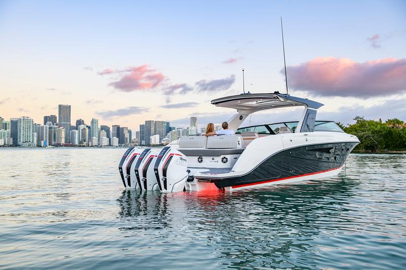 2020-SLX-R-400-e-Outboard-lifestyle-19.jpg