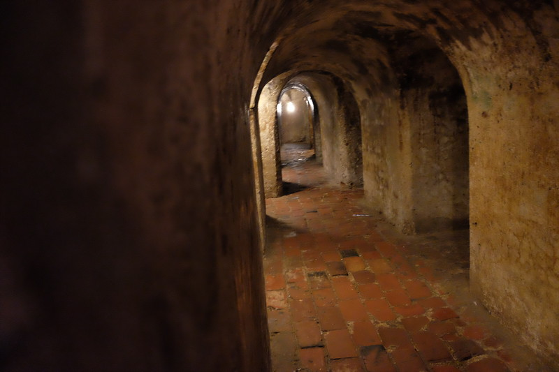 Typical of the tunnels below the Castillo de San Felipe de Barajas. These were peppered with alcoves where soldiers could wait in the dark with their bayonets, to stab unsuspecting intruders.