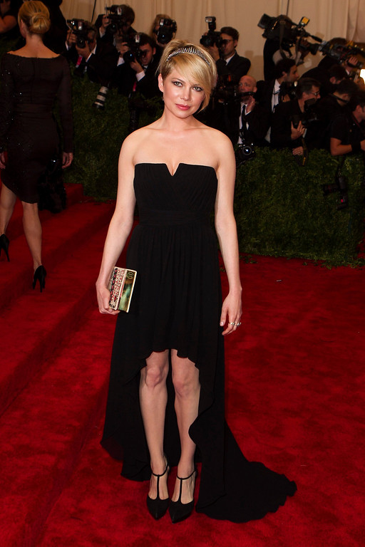 """. Actress Michelle Williams arrives at the Metropolitan Museum of Art Costume Institute Benefit celebrating the opening of \""""PUNK: Chaos to Couture\"""" in New York, May 6, 2013. REUTERS/Lucas Jackson"""