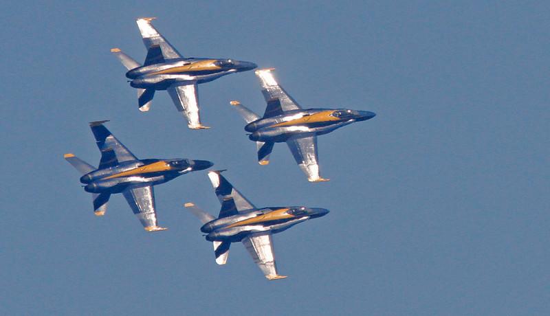 WB~Blueangelsfoursilverflyingright1280.jpg