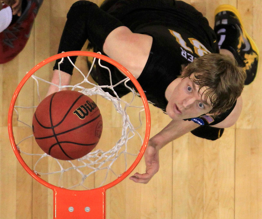 . Wichita State Shockers guard Ron Baker looks up as the Ohio State Buckeyes score in the final minutes of the second half during their West Regional NCAA men\'s basketball game in Los Angeles, California March 30, 2013.  REUTERS/Lucy Nicholson