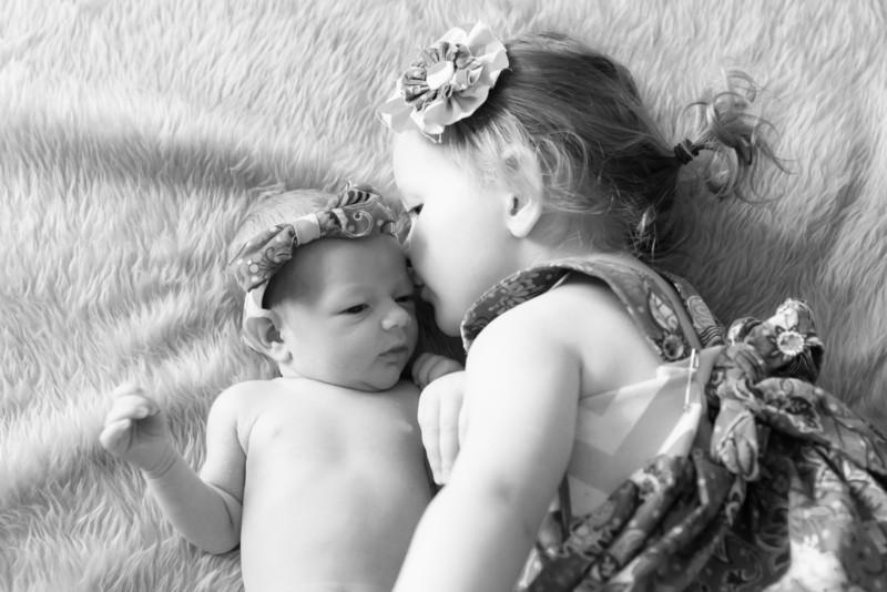 2014.03.30 Whitney Kronforst Newborn Photos B-W 43.jpg