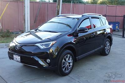 Toyota RAV4 Hybrid - Black