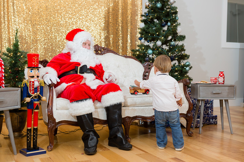 FADS Picture with Santa-376.jpg
