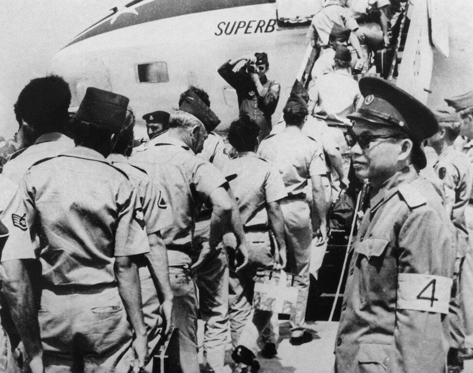 . DA NANG, VIET NAM:  Photograph dated 1973 showing a North Vietnamese Army (NVA) officer (R) overseeing the departure of US military personnel at Da Nang airport, following the January 1973 signing of the Paris accords. (Photo credit should read AFP/Getty Images)