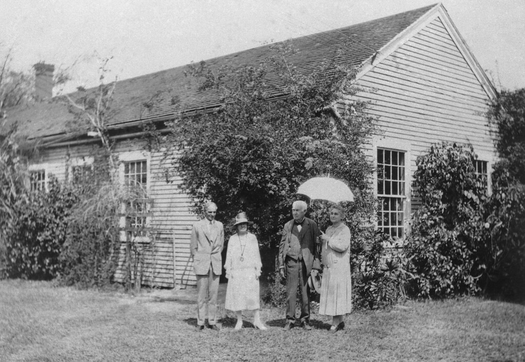 . Henry Ford and his wife Clara, Thomas Edison and his wife Mina, at the Edisons\' estate in Fort Myers, Florida, March 13, 1928. (AP Photo)