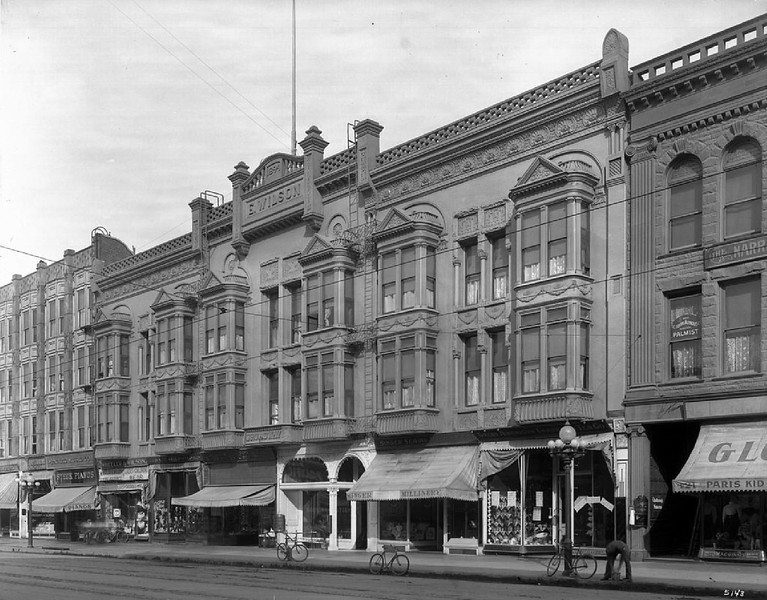 Exterior view of the Broadway Hotel in the Wilson Block, 1910