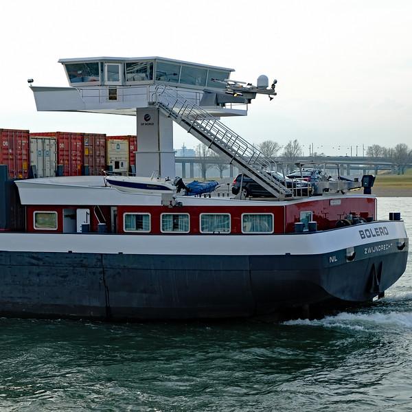 Dusseldorf Rhine River barge 03.jpg