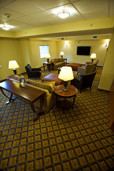 CANDLEWOOD SUITES FORT MYERS Living Room012.jpg