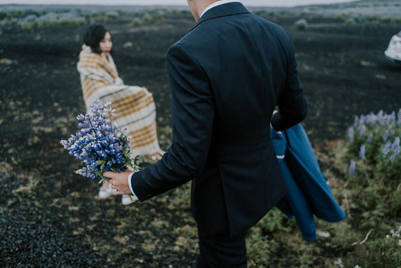 Tu-Nguyen-Destination-Wedding-Photographer-Iceland-Elopement-Fjaðrárgljúfur-16-150a-18.jpg