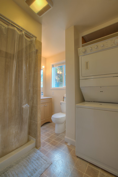Guest-cottage-bathroom.jpg