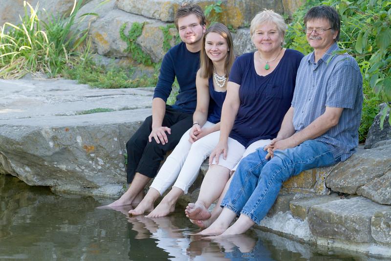 FamilyPortrait_8.20.16_13.jpg