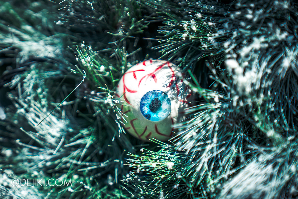 Halloween Horror Nights 7 Before Dark 2 Preview Update / Happy Horror Days scare zone - Christmas holiday zone eyeball tree