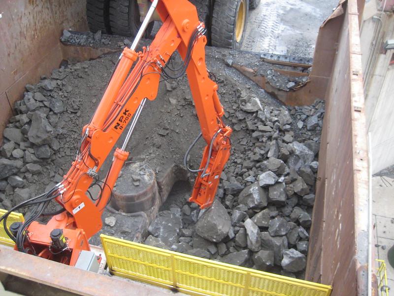 NPK B700 pedestal boom system (sn 1N8180) with GH6 hydraulic hammer-secondary rock breaking at gyratory crusher(4).jpg