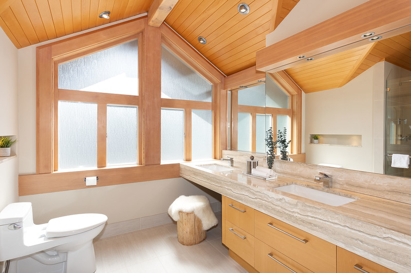 3335 Bath 1A.jpg