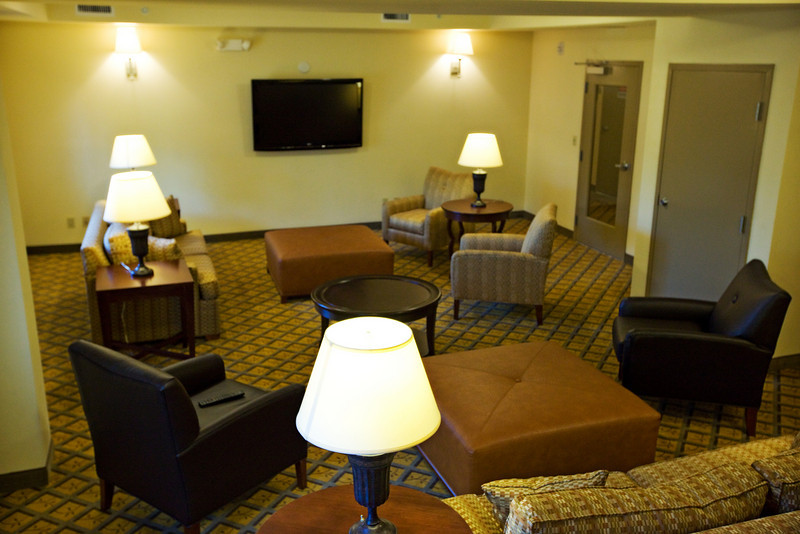 CANDLEWOOD SUITES FORT MYERS Living Room015.jpg