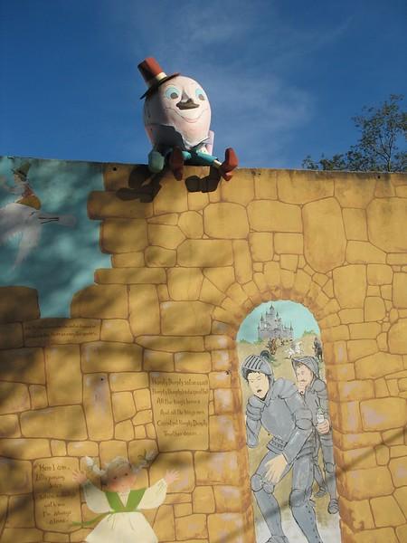 Humpty Dumpty sat on a wall,